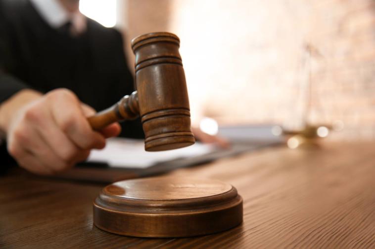 ל-100% מהדירות החדשות בארץ ליקויי בנייה; ככל שהם נחשפים מאוחר יותר, התיקונים מתייקרים וגובר הסיכוי למאבק משפטי מול היזם (צילום: Shutterstock)