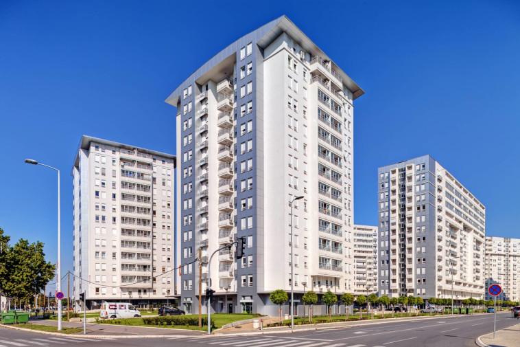 בין גורמי איכות הבנייה הירודה – דירות ושכונות שמתוכננות באופן נמהר ומשוכפל ורמת בקרה נמוכה מאוד בענף (צילום: Shutterstock)