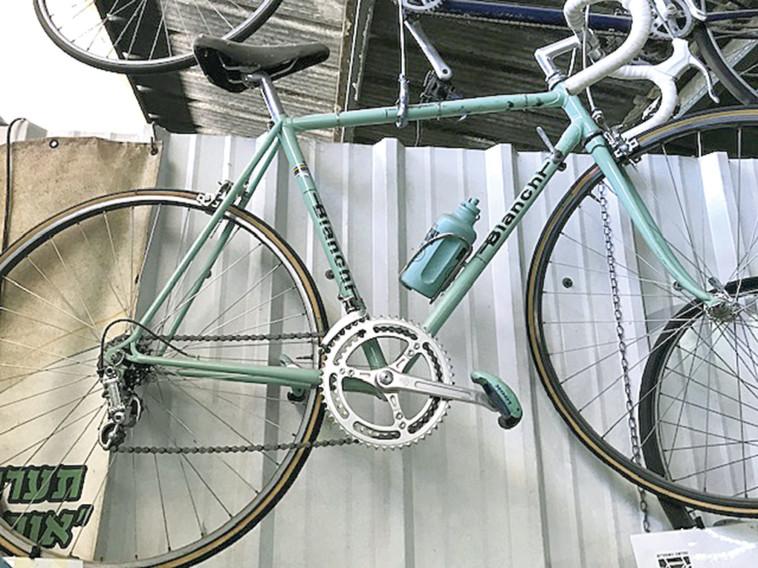 זוג אופניים שהיו בבעלות דוד קדוש (צילום: אלון וולף, מוזיאון האופניים)