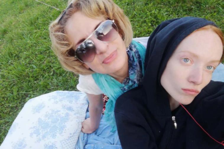 ליליה סודקובה ואמה אירנה (צילום: רשתות חברתיות)