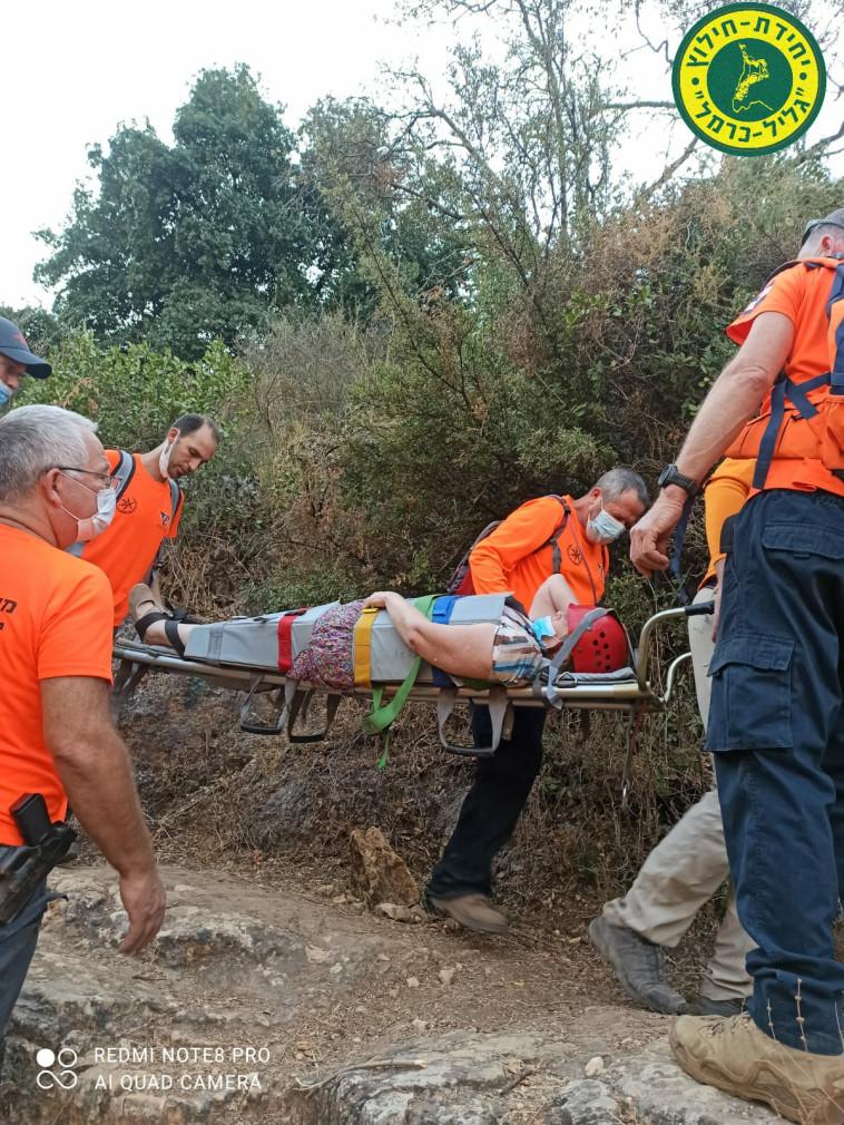 חילוץ מטיילת בגליל (צילום: דוברות יחידת חילוץ גליל-כרמל)