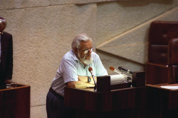 יאיר צבן בכנסת בשנת 1990 (צילום: יעקב סער, לע''מ)