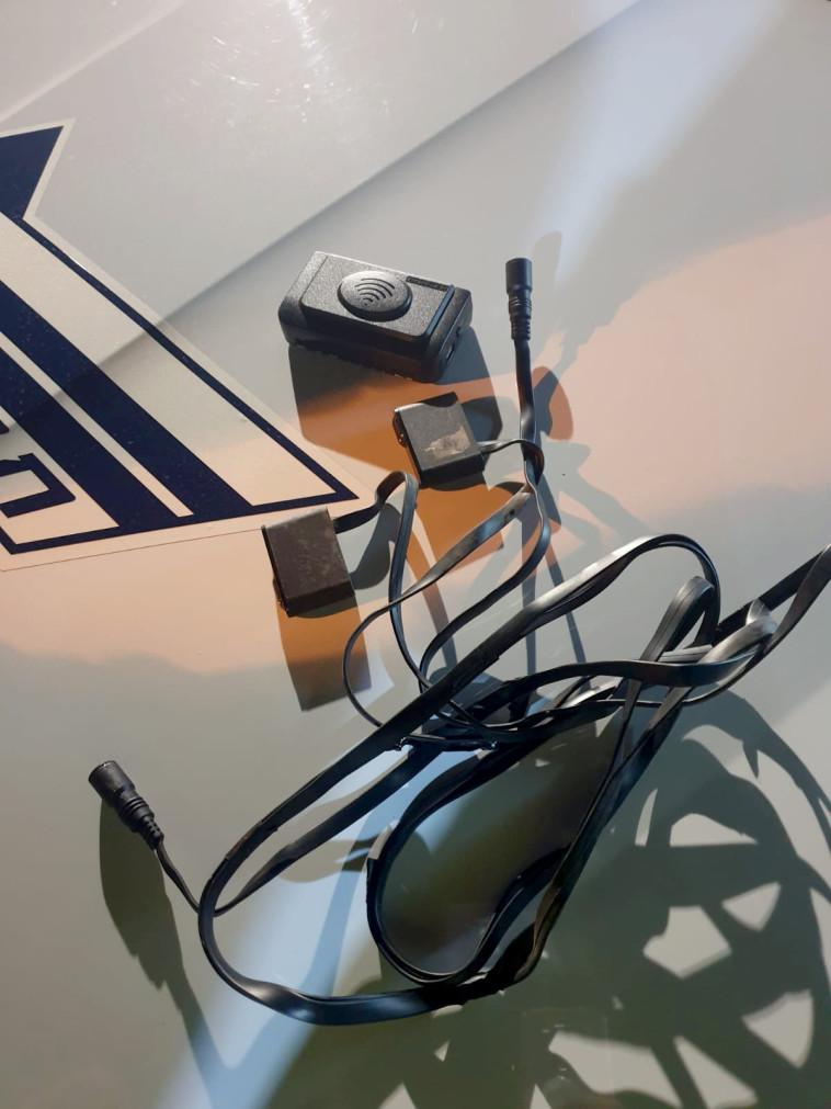 אמצעי לשיבוש מד המהירות שנמצא ברכבו של החשוד (צילום: דוברות המשטרה)
