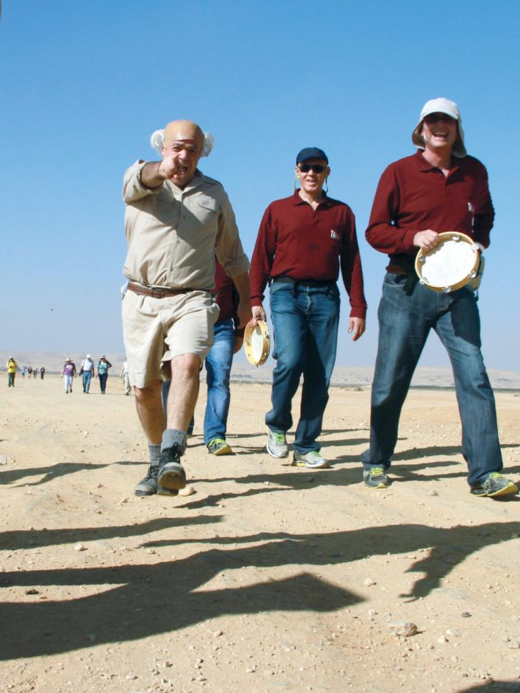 צעדת בן גוריון המסורתית בהר הנגב (צילום: פטריק מזוז)