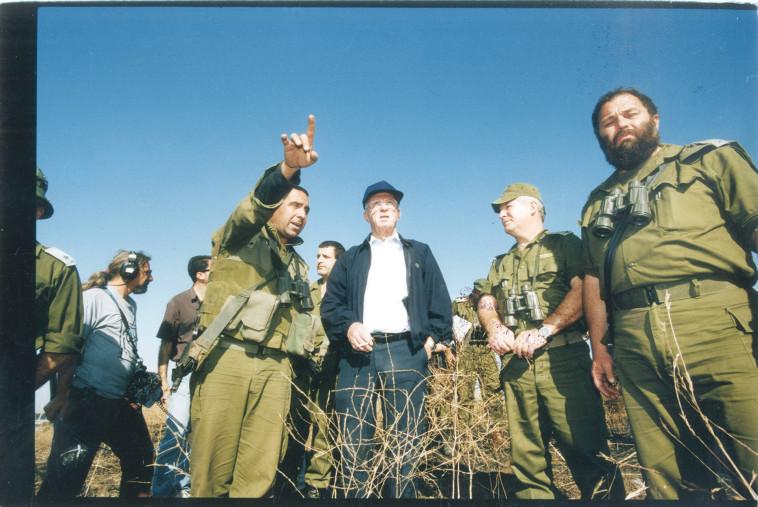 אפי איתם בדרגת תת אלוף בשנת 1995 (צילום: חיים אזולאי)