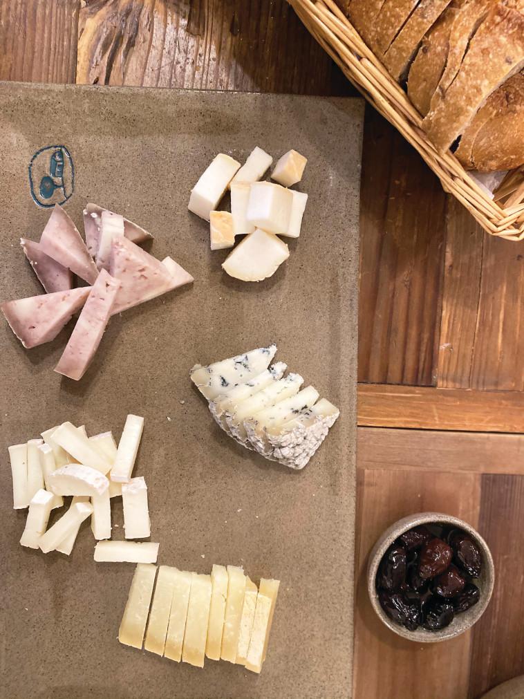 גבינות שירת רועים (צילום: מיטל שרעבי)