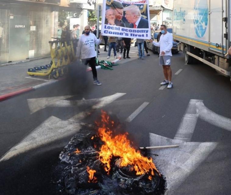 בעלי עסקים הפגינו ביפו נגד סגירת העסקים (צילום: אבשלום ששוני)