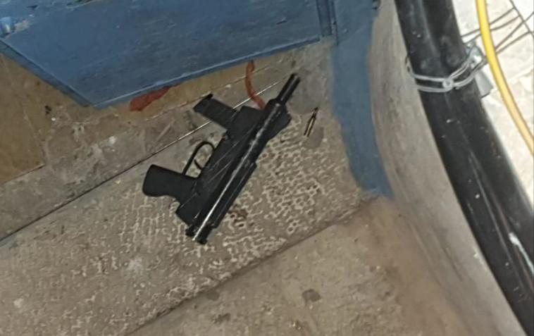 הנשק שנתפס באירוע ירי בירושלים (צילום: דוברות המשטרה)