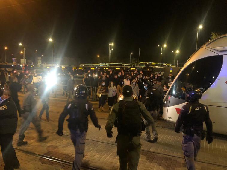 הפגנה סמוך למטה הארצי של המשטרה (צילום: דוברות המשטרה)