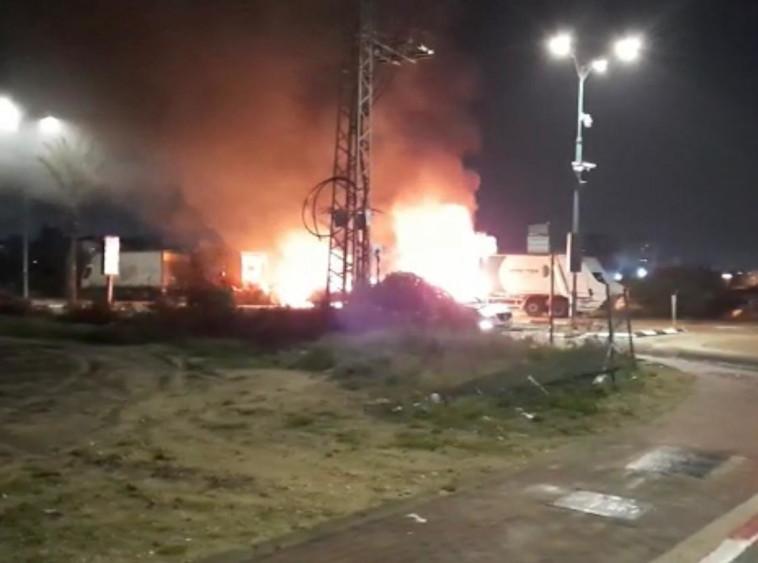 הצתת כלי רכב פרטיים בלוד (צילום: תיעוד מבצעי כב''ה)