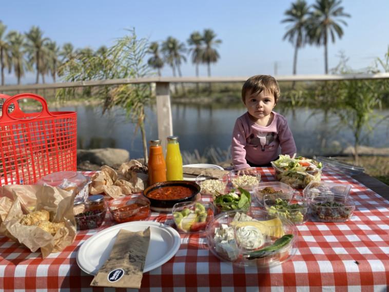 ארוחה בסחנה (צילום: מיטל שרעבי)