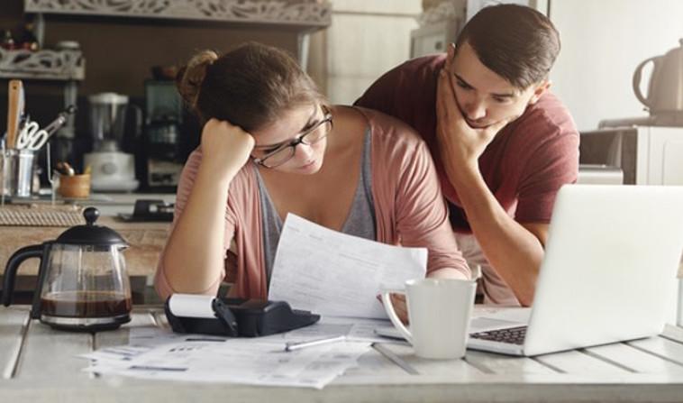 זוג בחובות (צילום: Shutterstock)