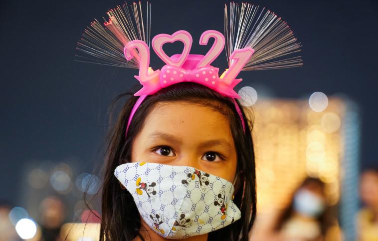 חוגגים בסין (צילום: REUTERS/Athit Perawongmetha)