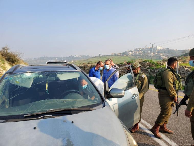 כוחות צה''ל בזירת יידוי האבנים בבנימין (צילום: דוברות בנימין)