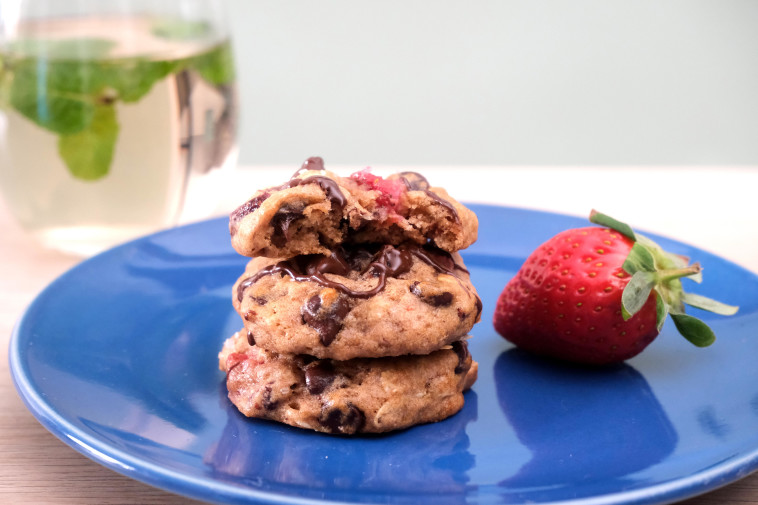 עוגיות שיבולת שועל, שוקולד ותותים (צילום: חגי לפלר)