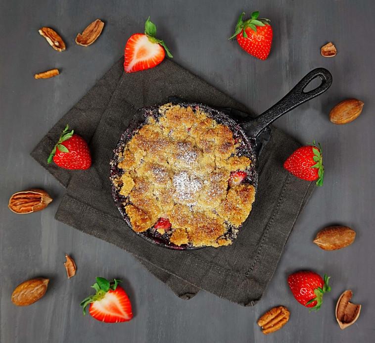 קראמבל תותים ואגוזים (צילום: סטודיו TEKA)