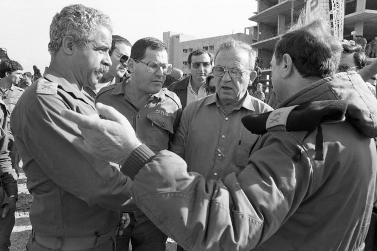 עמוס גלבוע בלבנון, 1982 (צילום: שמואל רחמני)