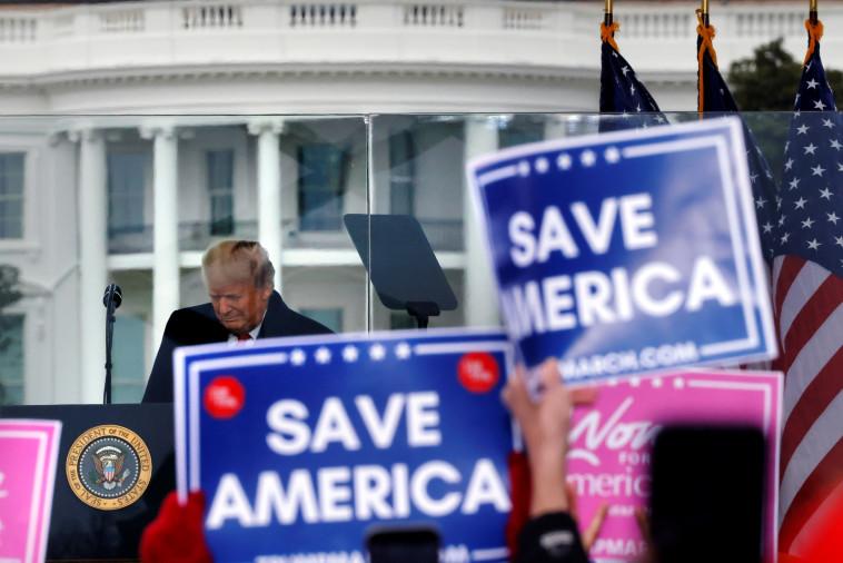 נשיא ארצות הברית דונלד טראמפ בנאום לתומכיו לקראת ההכרזה על ניצחונו של ביידן (צילום: REUTERS/Carlos Barria)