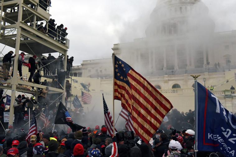 תומכי טראמפ במהומות בוושינגטון (צילום: REUTERS/Stephanie Keith, TPX)