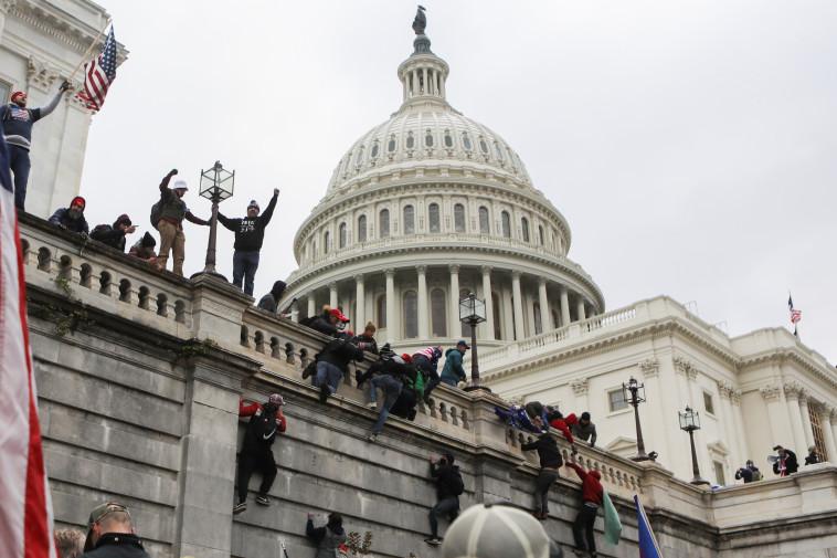 תומכי טראמפ בוושינגטון (צילום: REUTERS/Jim Urquhart)