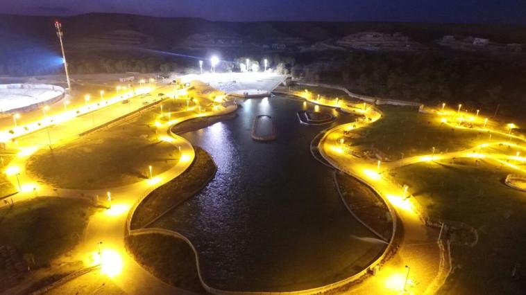 אגם דימונה בלילה  (צילום: פוטו אהוד אלול)