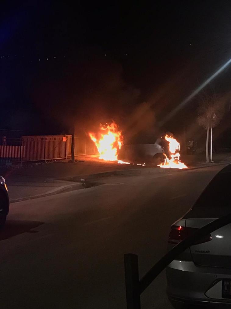 רכב של שוטר הוצת בקריית שמונה (צילום: פרטי)