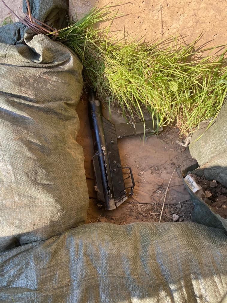 הנשק מסוג קרלו שנתפס במהלך הפיגוע בשומרון (צילום: דובר צה''ל)