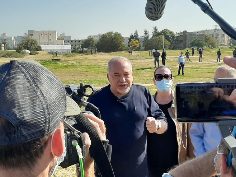 אביגדור ליברמן ביקר בישיבה באשדוד (צילום: ללא קרדיט)