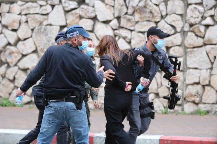 Policemen repel MK Sundos Saleh at demonstration in Nazareth (Photo: Muhammad Khaliliya)