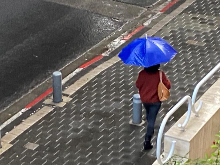 גשם בתל אביב (צילום: אבשלום ששוני)