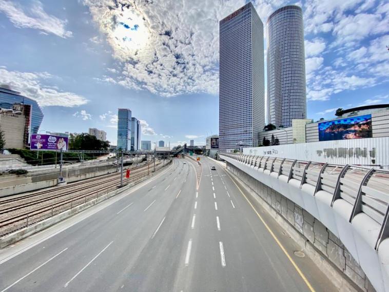 כבישים ריקים בסוף השבוע השני של הסגר השלישי (צילום: אבשלום ששוני)
