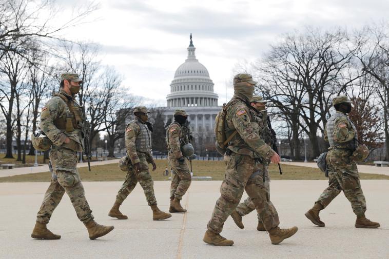 חיילים מאבטחים את הבית הלבן לפני השבעת ביידן (צילום: רויטרס)