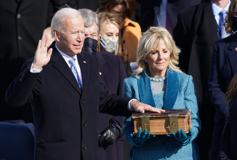 ג'ו ביידן בטקס ההשבעה (צילום: REUTERS/Kevin Lamarque (UNITED STATES - Tags: HEADSHOT HEALTH)/File Photo)