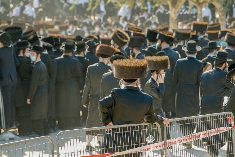 הלוויה בחברה החרדית (צילום: פלאש 90)