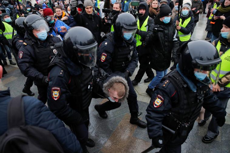מעצר מפגינים ברוסיה (צילום: רויטרס)