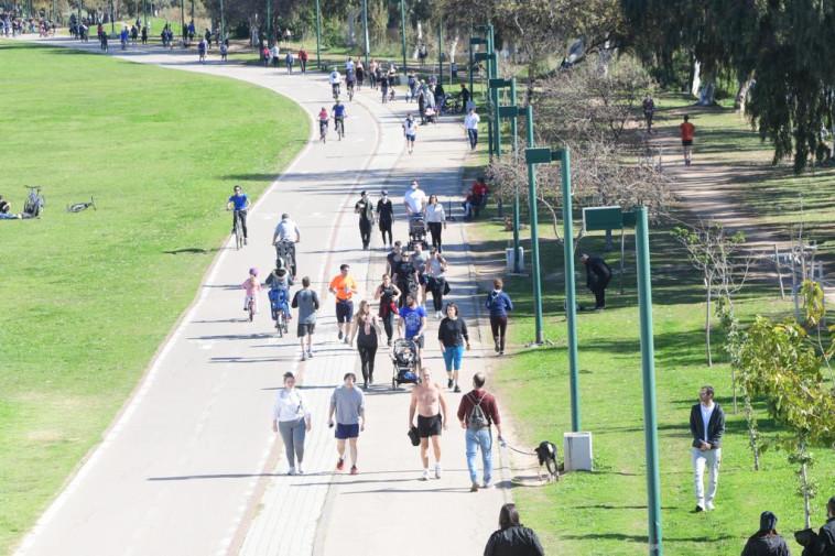 פעילות ספורטיבית בפארק גני יהושע בתל אביב (צילום: אבשלום ששוני)