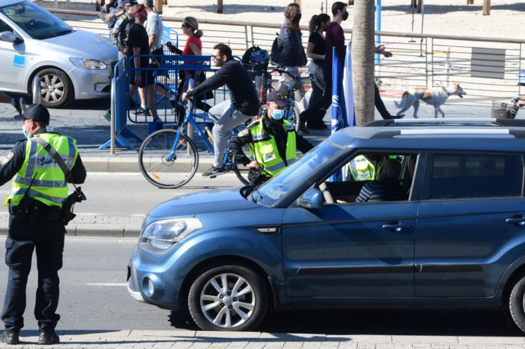 מחסומי המשטרה בתל אביב (צילום: אבשלום ששוני)