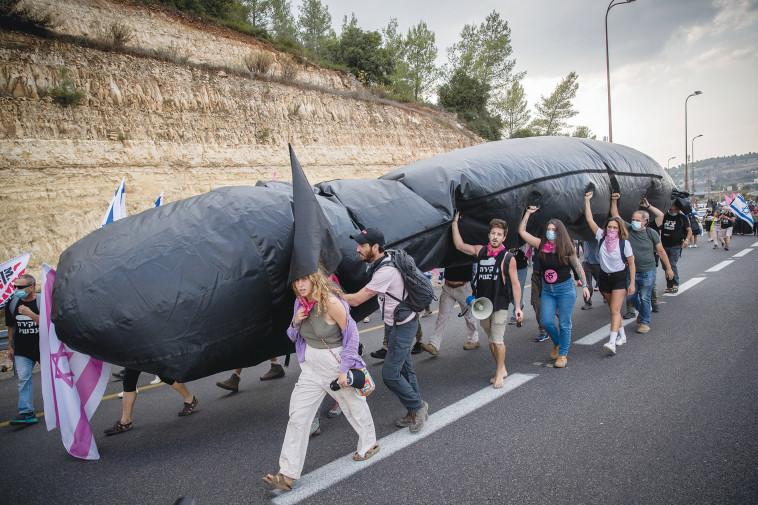 מחאה נגד פרשת הצוללות (צילום: יונתן זינדל, פלאש 90)