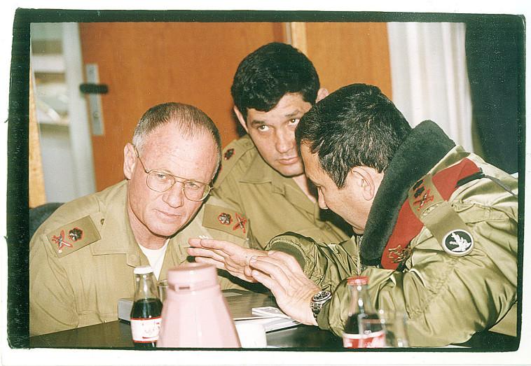 ''אחד האנשים החכמים שאני מכיר'', אהוד ברק ודני יתום בצה''ל (צילום: פלאש 90)