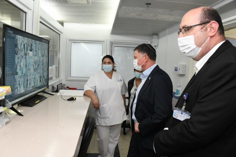 יולי אדלשטיין במחלקת הקורונה בבית החולים ''ברזילי'' (צילום:  דוד אביעוז, צילום רפואי, דוברות ''ברזילי'')