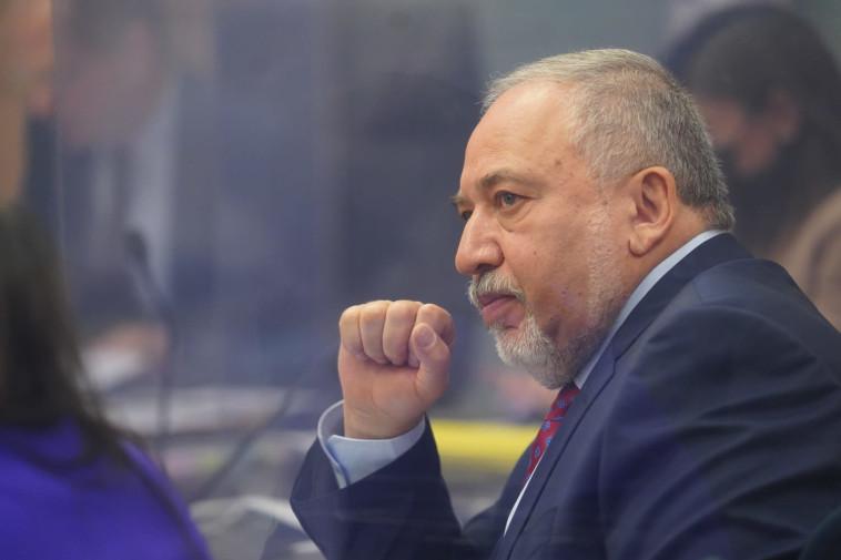 אביגדור ליברמן בדיון בוועדה (צילום: יניב נדב)