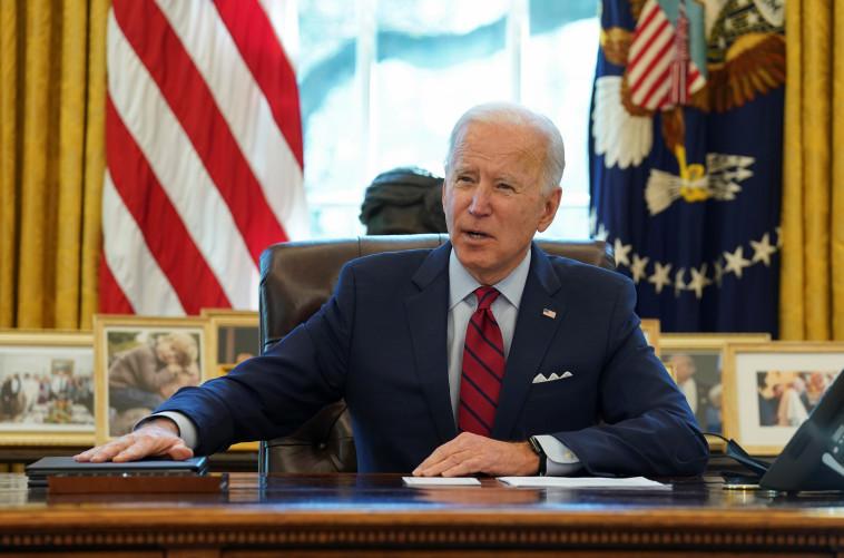 נשיא ארצות הברית ג'ו ביידן במשרדו (צילום: רויטרס)