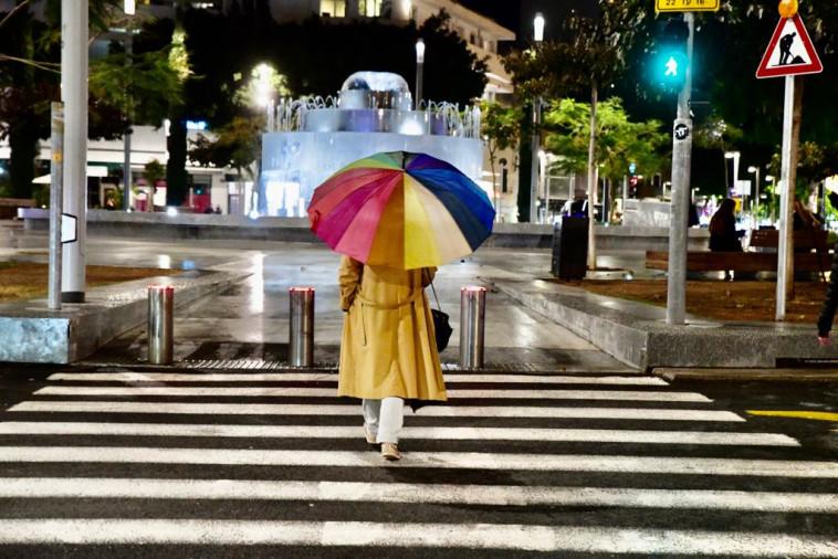 גשם בכיכר דיזינגוף בתל אביב  (צילום: אבשלום ששוני)