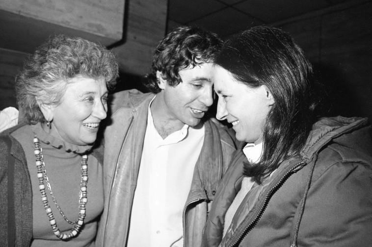 רות דיין (משמאל) יהונתן גפן, יעל דיין (צילום: שמואל רחמני)