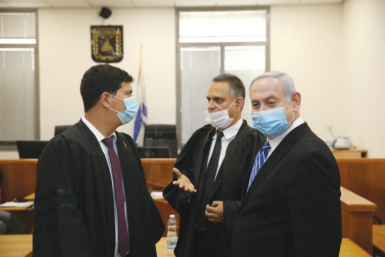 ביד אחת הנאשם נתניהו מנפץ את מערכת המשפט, ביד השניה הוא רוחץ בניקיון כפיו 617946