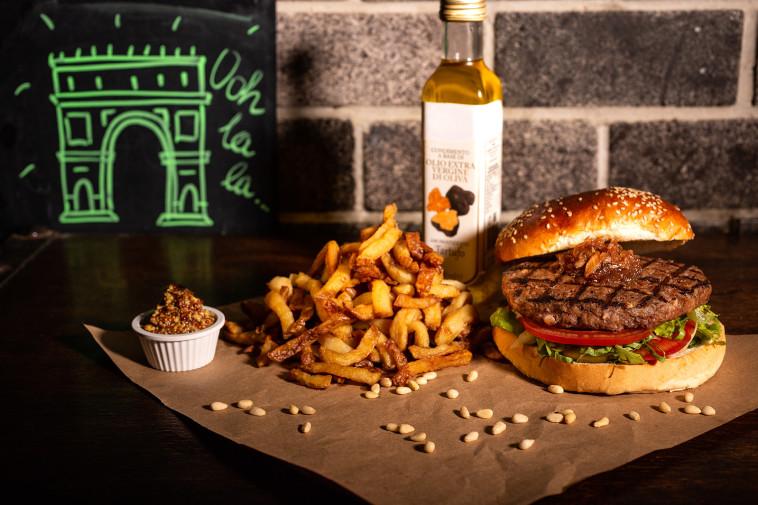 ההמבורגר הצרפתי של יומנגס (צילום: דני גולן)