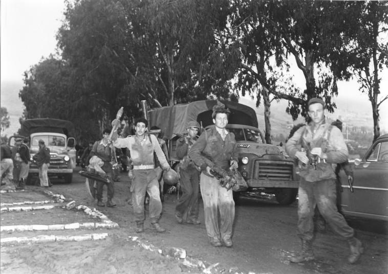 יחידה 101 בפעולה סמוך לכנרת, 1955 (צילום: אברהם ורד, ''במחנה'')