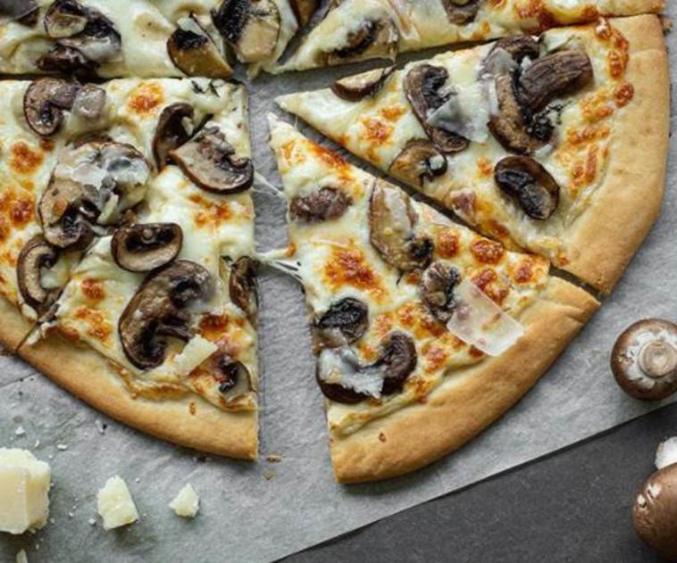 פיצה לבנה (צילום: דור משה)