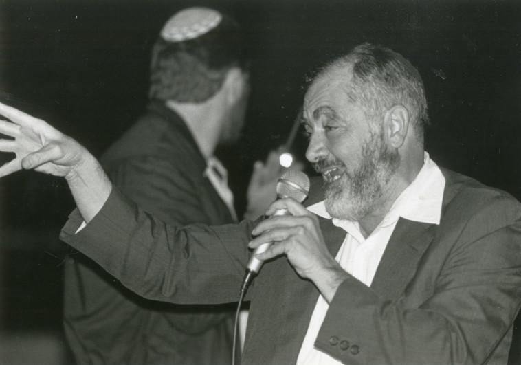 הרב מאיר כהנא נואם 1987 (צילום: הנס אנגלסמן)
