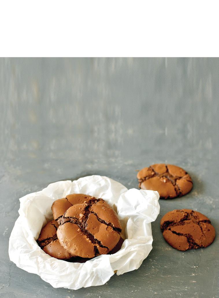 עוגיות בראוניז סדוקות (צילום: פסקל פרץ-רובין)